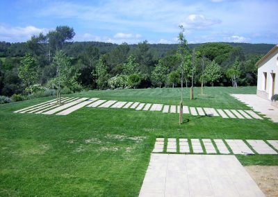Pavimentación exterior de los jardines del Hotel Casa Anamaria